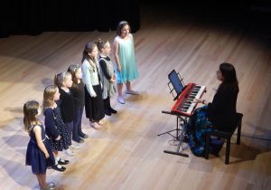 kids singing classes and choral ensembles